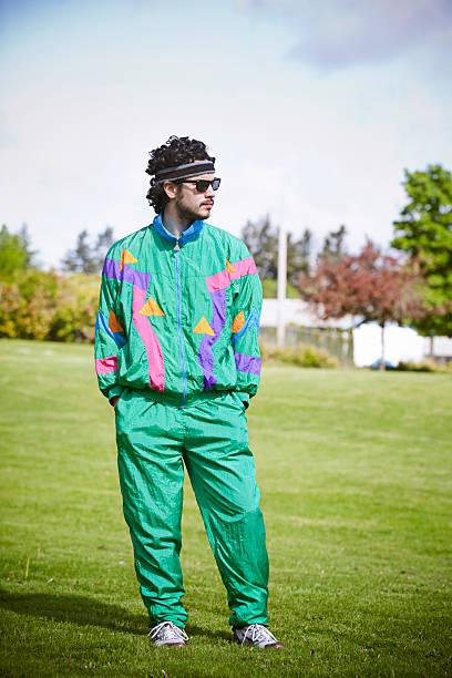 vokuhila laufschuh mit 80er jahre 1990 mode-stil - 80er outfit stock-fotos und bilder