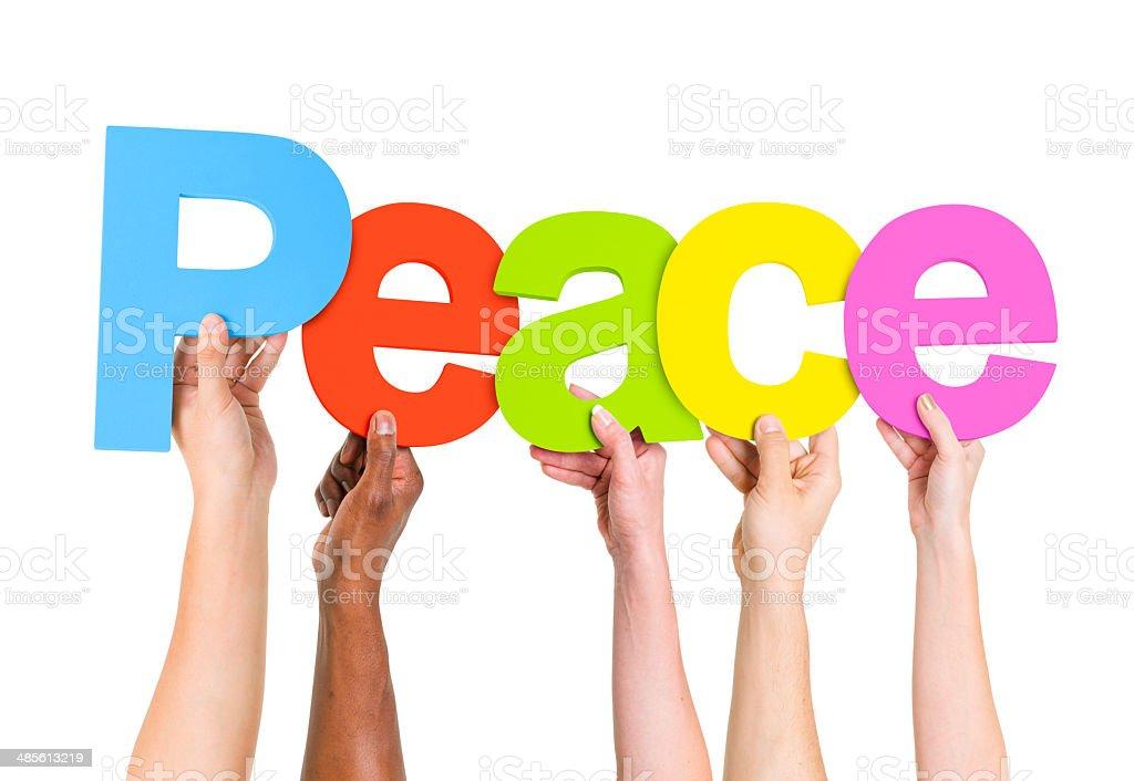 Multi étnico personas mantener la palabra de la paz - foto de stock