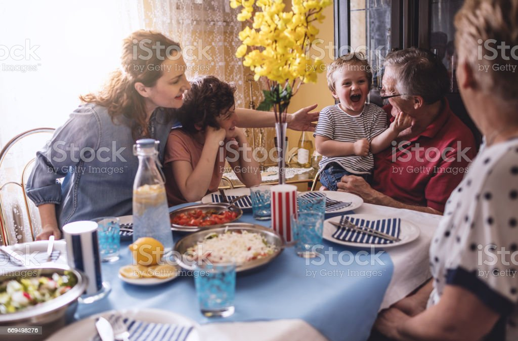 Multi Generation Familienessen – Foto