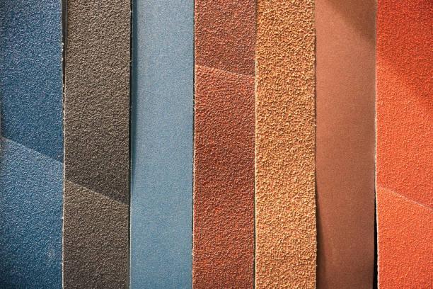 mehrfarbige abrasive band - schmirgelmaschine stock-fotos und bilder