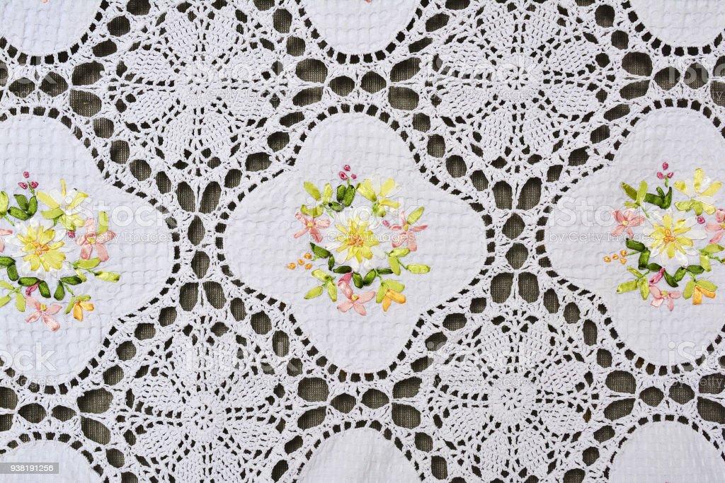 Fotografía de Patrón Floral Adornado Multicolor En Mantel De Encaje ...