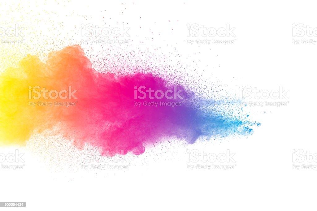 Explosión de polvo multicolor aislado sobre fondo blanco. Nube de salpicaduras de polvo coloreado sobre fondo blanco. Puesto en marcha pequeñas partículas coloridas sobre fondo blanco. - foto de stock