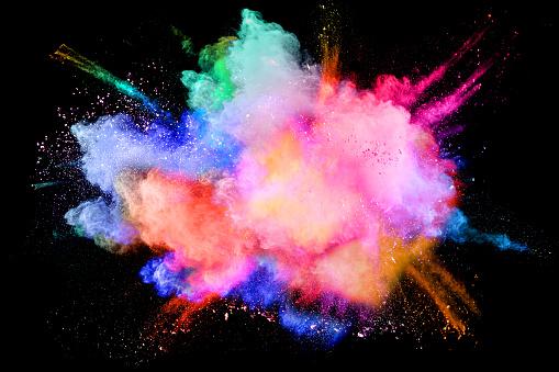 Photo libre de droit de Nuage De Projections De Poudre Multicolore Isolé Sur Fond Noir banque d'images et plus d'images libres de droit de Abstrait