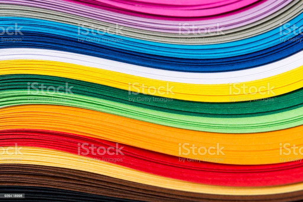 Bandes papier courbé quilling multicolores formant un fond clair. - Photo de Abstrait libre de droits