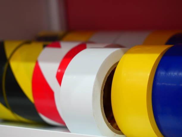 mehrfarbige klebebänder im regal - pflasterbau stock-fotos und bilder