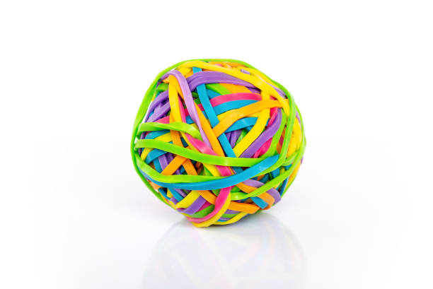 Mehrfarbige Gummiband-Ball isoliert auf weißem Hintergrund – Foto
