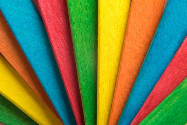 veelkleurige houten popsicle stokken achtergrond. - meerdere lagen effect stockfoto's en -beelden