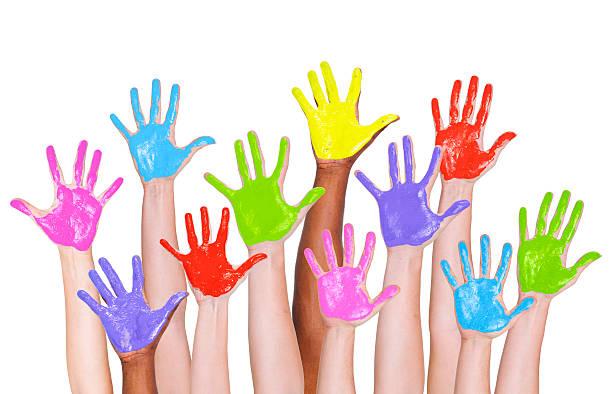 multi-ethnischen arme hoch und bunten bemalten händen - fingerfarben stock-fotos und bilder