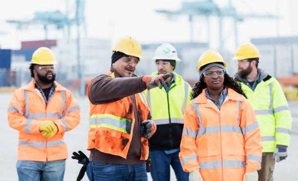 Multi-ethnischen dock Arbeiter im Verschiffungshafen – Foto