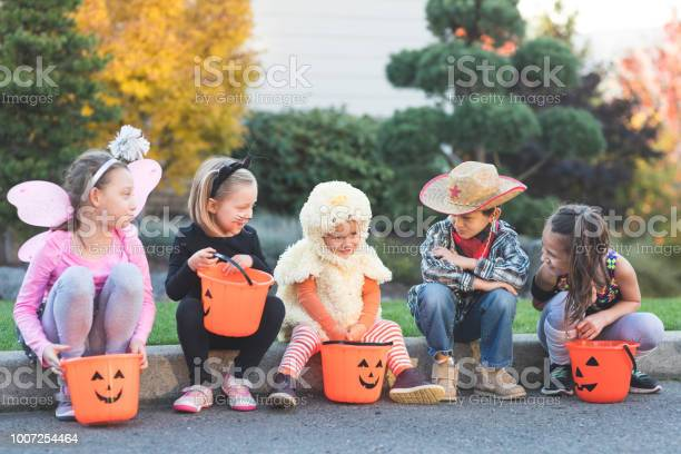 Multiethnic group of kids trick or treating picture id1007254464?b=1&k=6&m=1007254464&s=612x612&h=lph6yl6ocmpvluw0srjemti5ciey9qfjkyccikfjm8q=