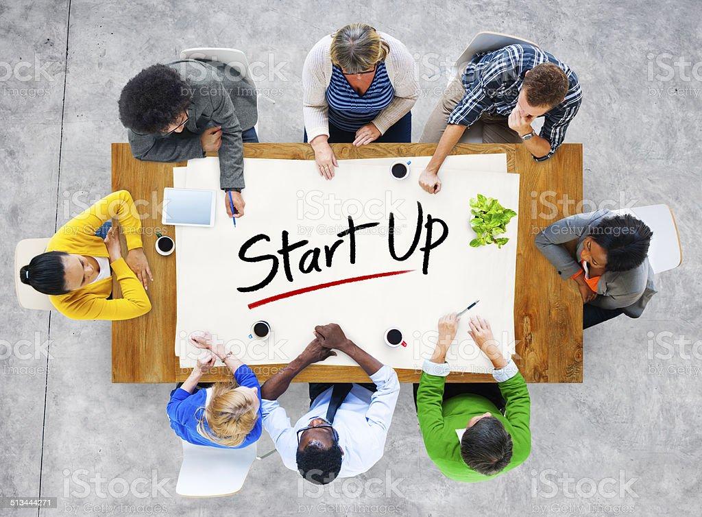 Multiethnische Gruppe von Menschen und Inbetriebnahme Business-Konzept – Foto