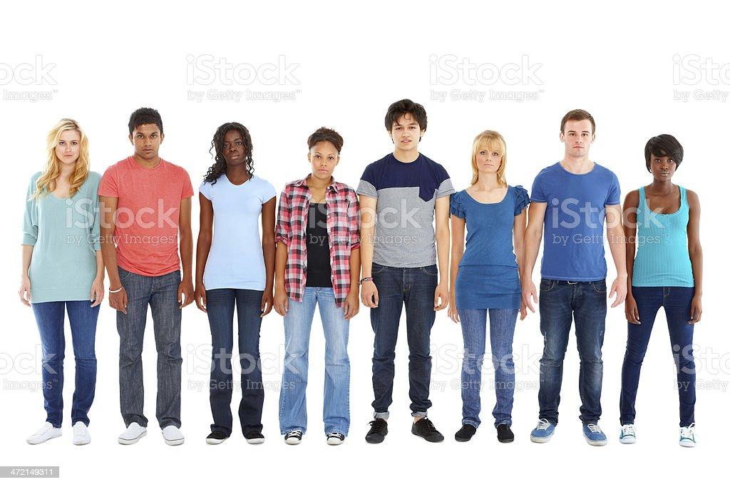 Multi-ethnischen Gruppe von Teenagern, die Du stehst in einer Reihe – Foto