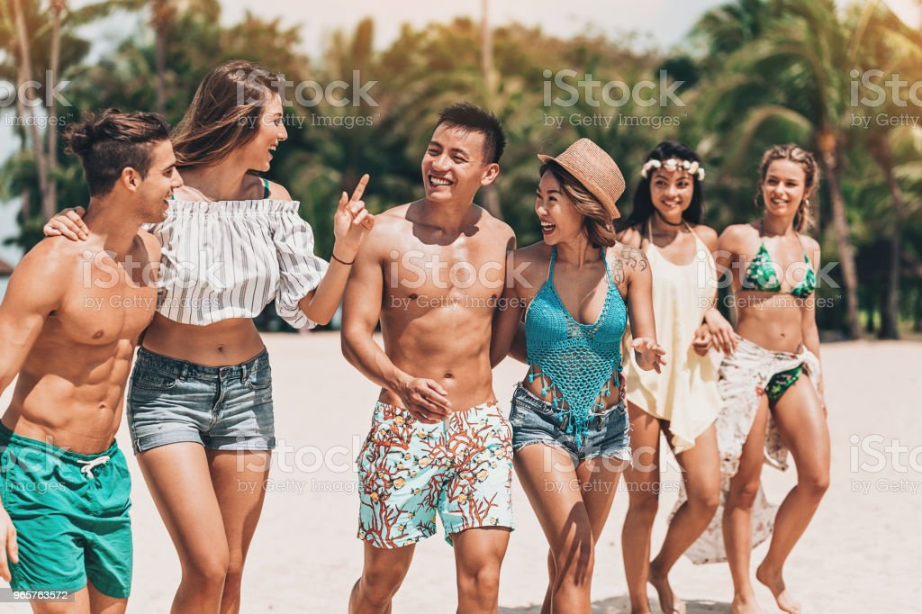 Multi-ethnic group of young people on the beach - Royalty-free Adult Stock Photo
