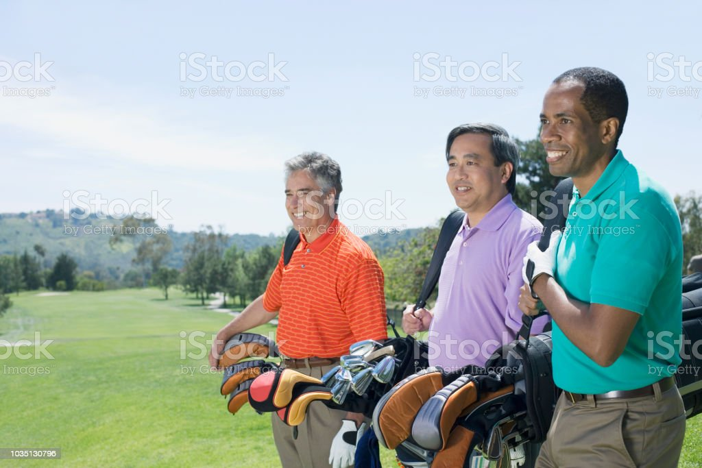 Multi-ethnischen Männer auf Golfplatz – Foto