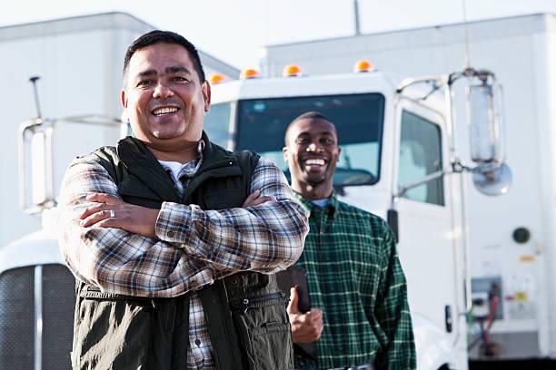 multiétnico de los conductores de camiones - conductor de autobús fotografías e imágenes de stock