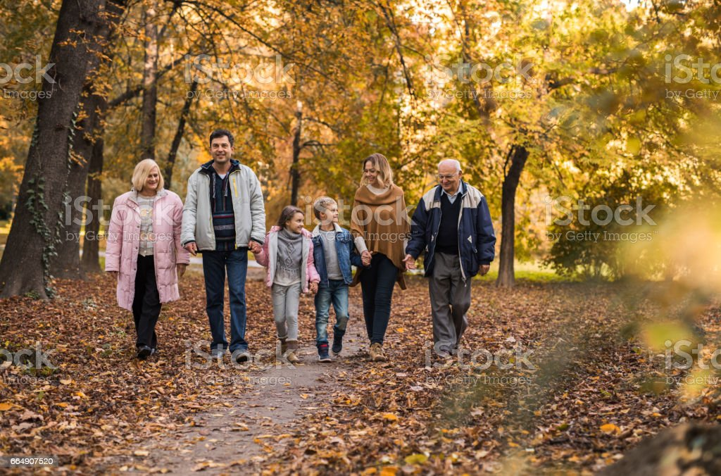 Multi-generation family taking a walk in nature during autumn day. foto stock royalty-free