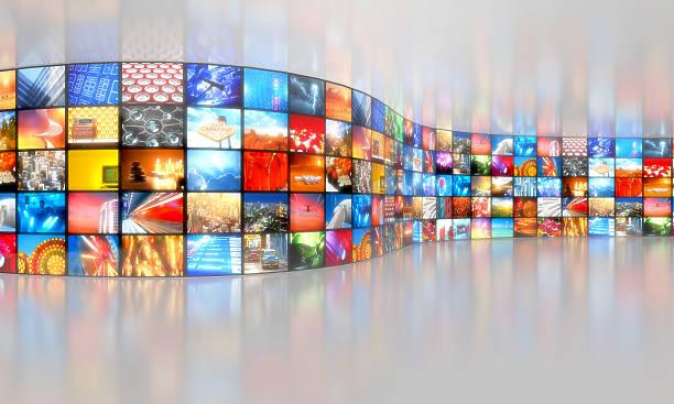 Multimedia broadcasting fondo con múltiples de vídeo - foto de stock