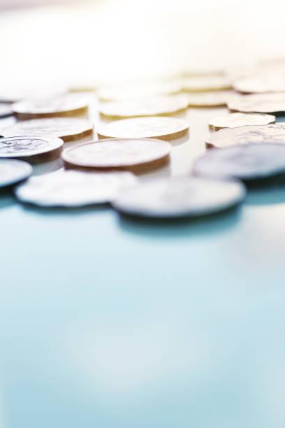 Multi-nationalen Münzen auf Tisch – Foto