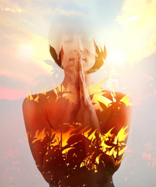Mehrfache Exposition von Frau und Waldbränden – Foto