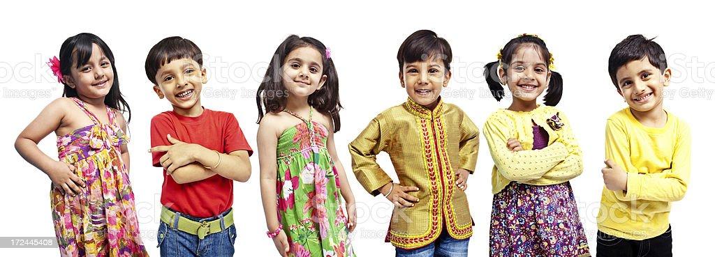 Mehrere Gruppen von sechs indischen nur Kinder, isoliert auf weiss – Foto