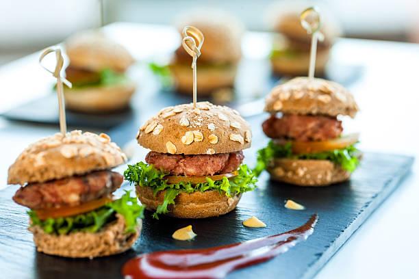 Plusieurs minutes des hamburgers de bœuf. - Photo