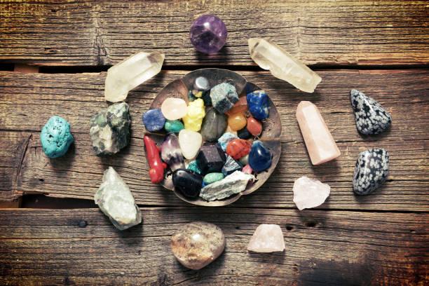 Multiple semi precious gemstones on board – Foto