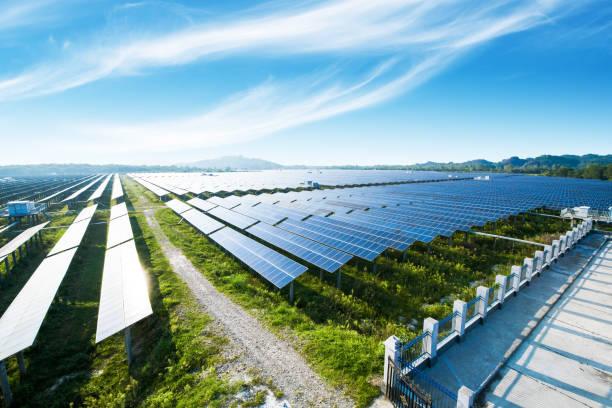 multiple solar panels, pollution-free green energy base. - solar panel imagens e fotografias de stock