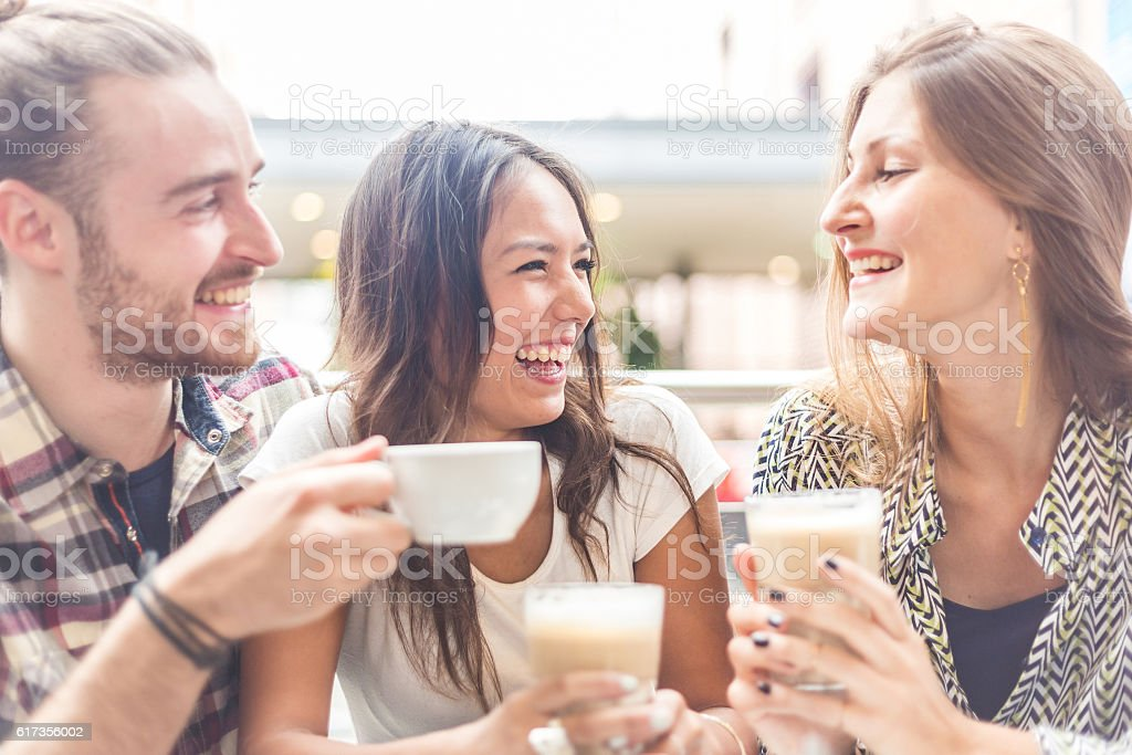 Multiracial group of friends having a coffee together - foto de stock