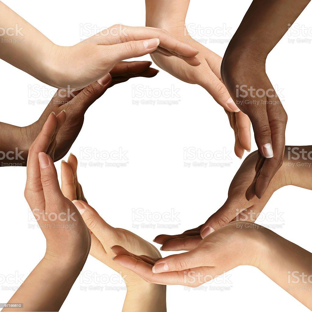 Hände machen einen Kreis von Personen verschiedener Herkunft Lizenzfreies stock-foto
