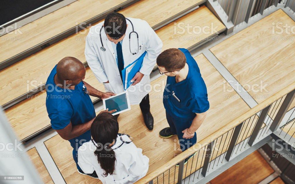 Multiraciale équipe médicale ayant une discussion - Photo