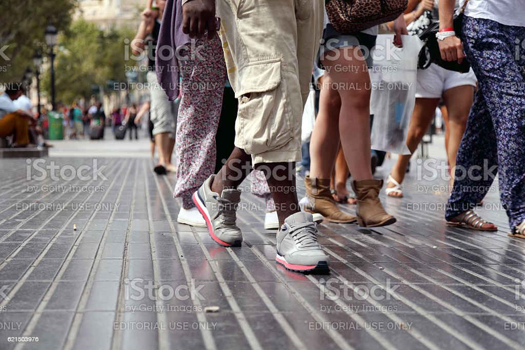 Multitude of legs on the streets of Barcelona foto stock royalty-free