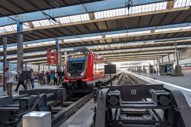 munchen hauptbahnhof - centralstationen i münchen - munich train station bildbanksfoton och bilder