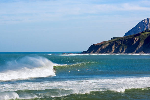 Mundaka surfer on barreling wave in Mundaka headland stock pictures, royalty-free photos & images