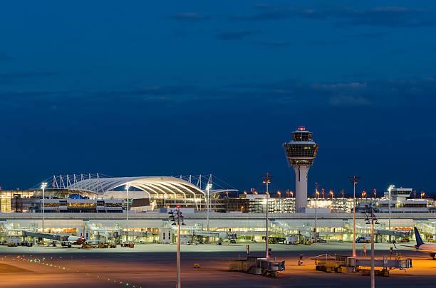 Flughafen München bei Nacht – Foto