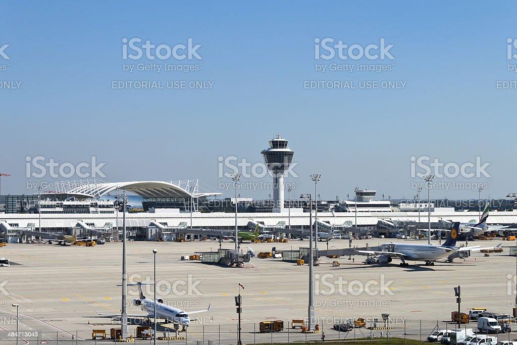 Aeropuerto de Munich a las pistas - foto de stock
