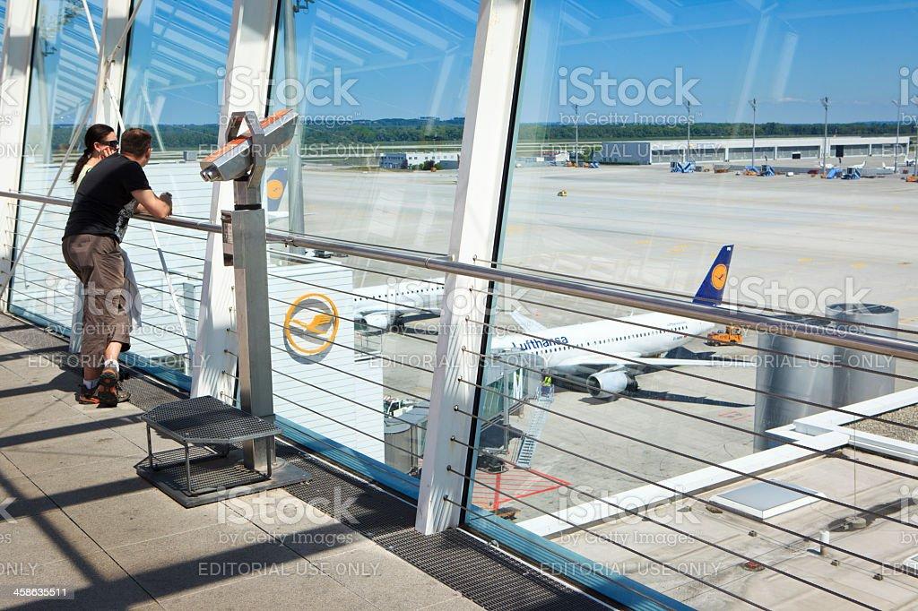 Aeropuerto de Munich a los visitantes Área de visión - foto de stock
