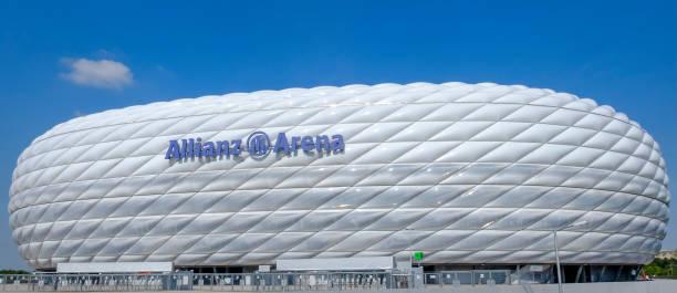 münchen, fußballstadion allianz arena - bayern fußball heute stock-fotos und bilder