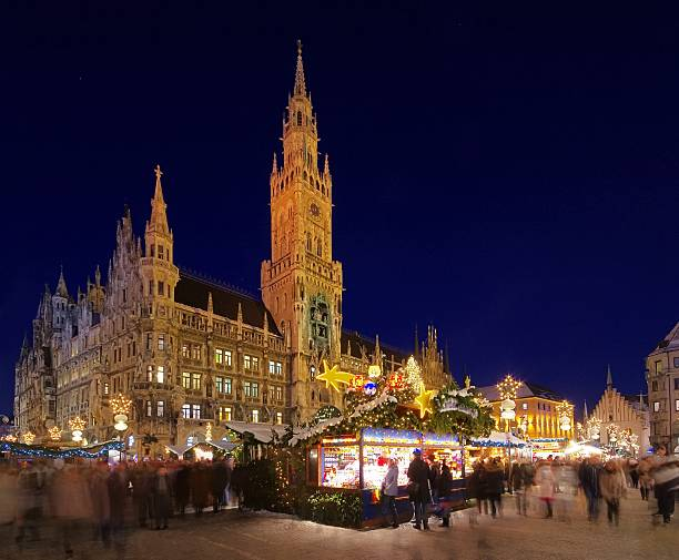 monaco mercatino di natale - marienplatz foto e immagini stock