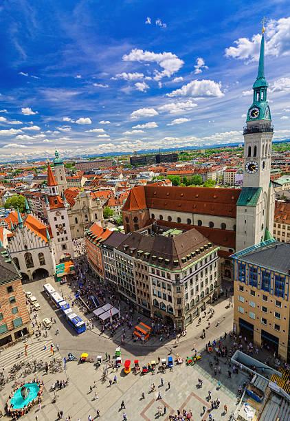 e vista sulla città di monaco di baviera - marienplatz foto e immagini stock