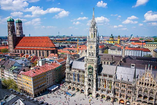 münchen skyline cuty center - marienplatz stock-fotos und bilder