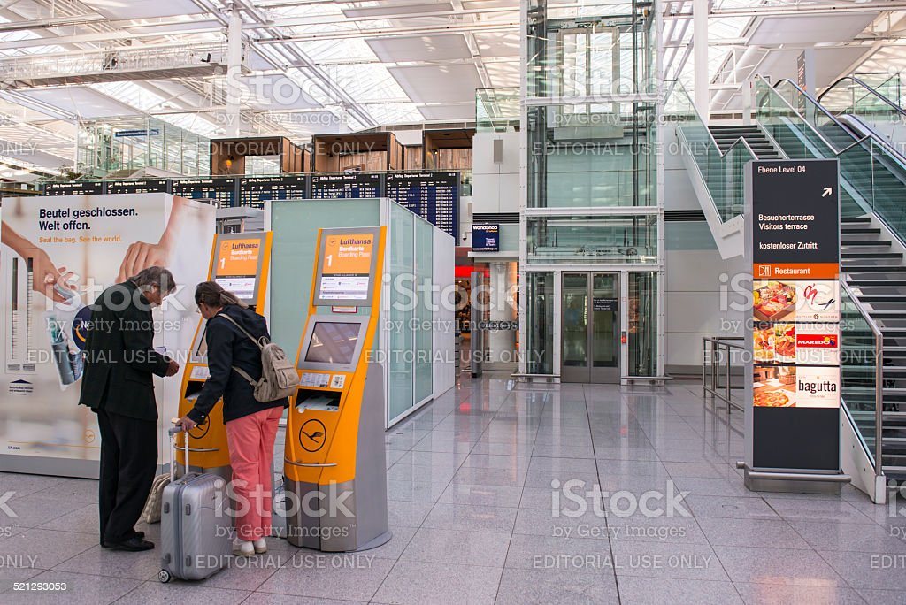 Munich-Frantz Josef Strauss Airport - foto de stock