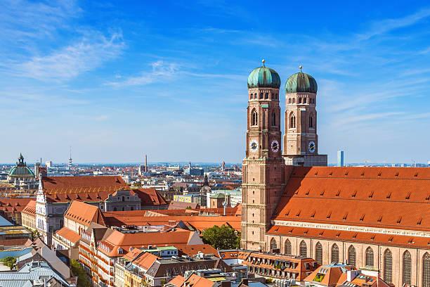 münchen, deutschland – frauenkirche - münchner frauenkirche stock-fotos und bilder