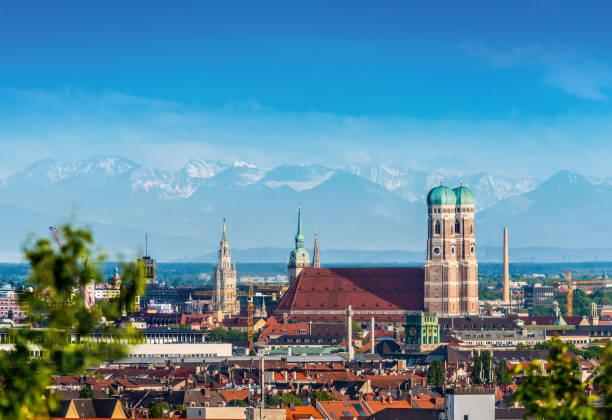 münchen, deutschland - münchner frauenkirche stock-fotos und bilder