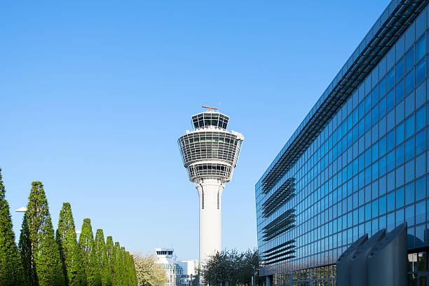 münchen international passagier flughafen tower und terminal - münchen weather stock-fotos und bilder
