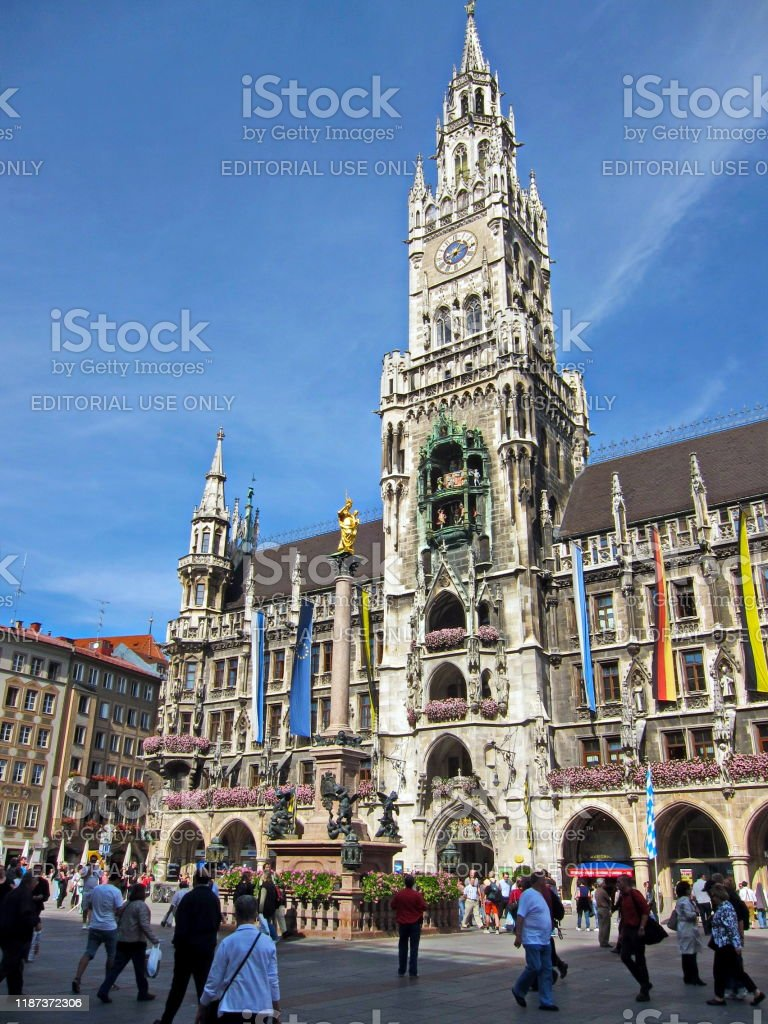 Munich Marienplatz 2010. Bayern, Tyskland. - Royaltyfri 2010 Bildbanksbilder