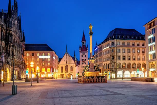 münchens gamla stadsdel, marienplatz och gamla rådhuset, tyskland - marienplatz bildbanksfoton och bilder