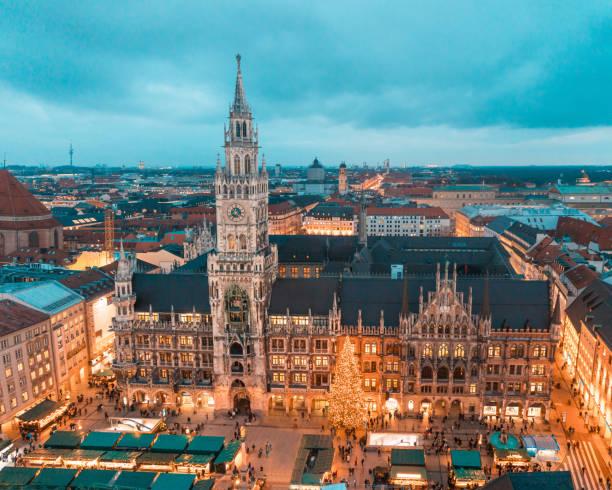 münchen rathaus med julgran och dekorationer - marienplatz bildbanksfoton och bilder