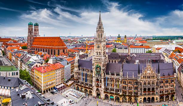 skyline di monaco di baviera - marienplatz foto e immagini stock