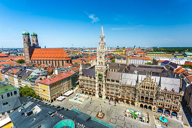 skyline von münchen (marienplatz - marienplatz stock-fotos und bilder