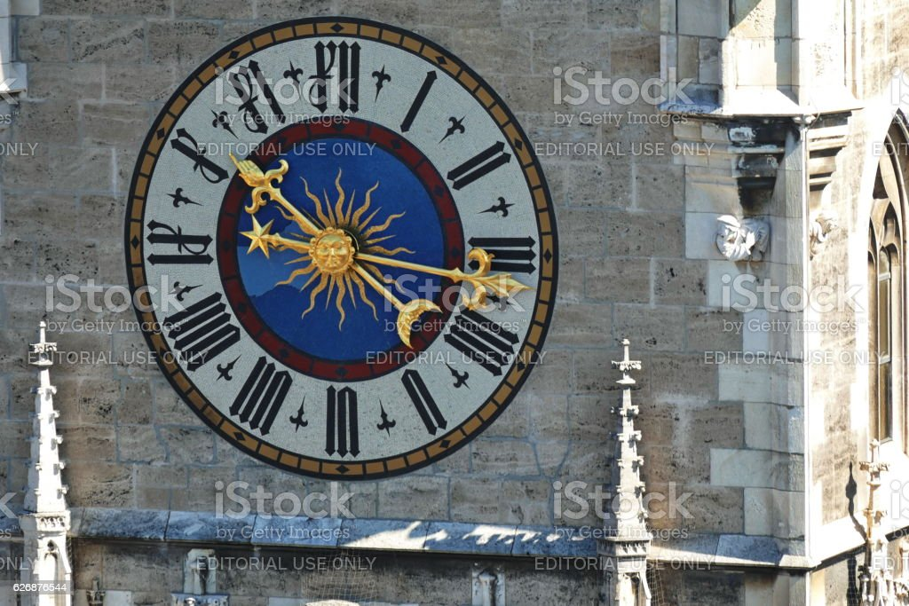 Munich. The tower clock of the new Town Hall. – Foto